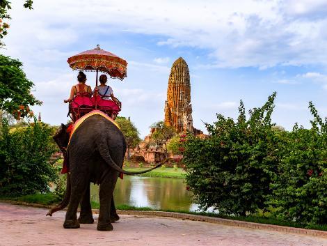 象に乗って世界遺産アユタヤ散歩