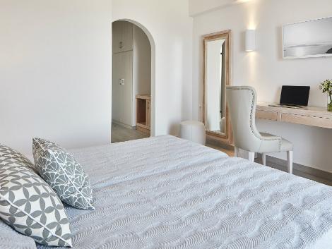 サントリーニ島:サントリーニ パレス 客室一例