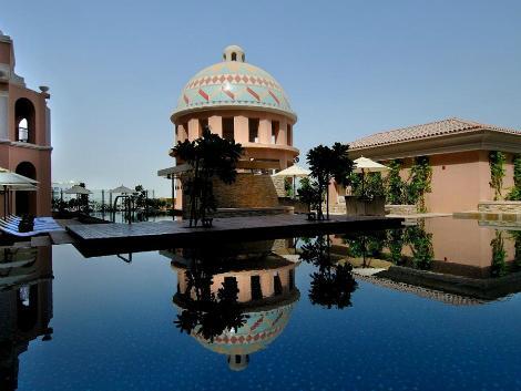 ドバイ:ケンピンスキー モール オブ ジ エミレーツ プール