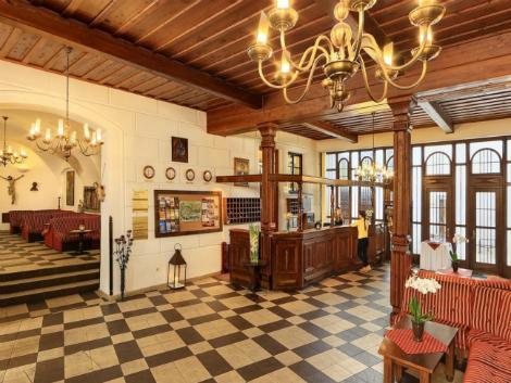 チェスキー クルムロフ:ホテル リュゼ ロビー
