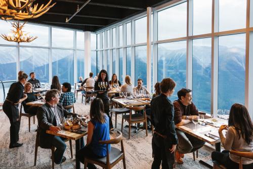 バンフゴンドラ 頂上でディナー