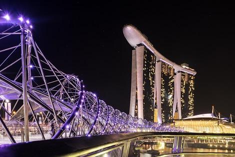 シンガポール:ヘリックスブリッジとマリーナベイサンズ