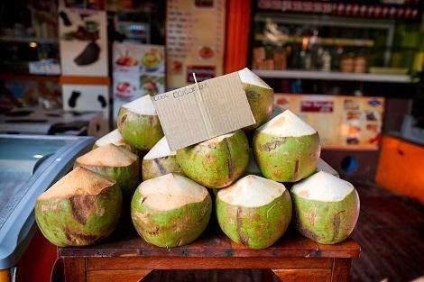 ピピ島:市場のココナッツ