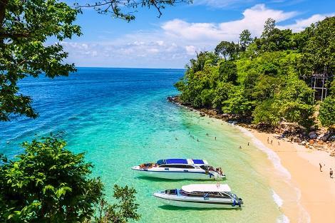 ピピ島:青い空と海