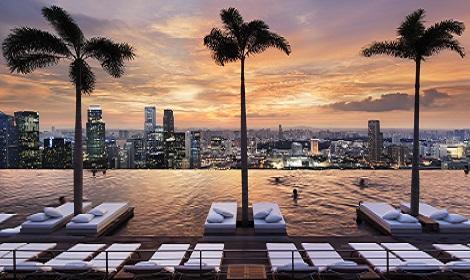 シンガポール:マリーナベイサンズ Infinity Pool at Sands SkyPark Sunset/提供:Marina Bay Sands