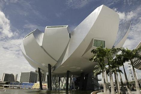 シンガポール:マリーナベイサンズ Art Science Museum 外観/提供:Marina Bay Sands