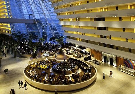シンガポール:マリーナベイサンズ Hotel lobby and Drift/提供:Marina Bay Sands