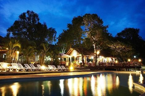 ピピ島:ナチュラル リゾート ホテル プール