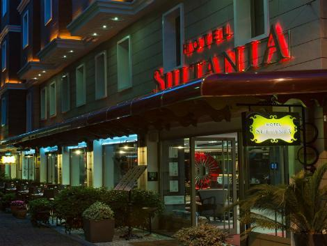 イスタンブール:ホテル スルターニャ 外観