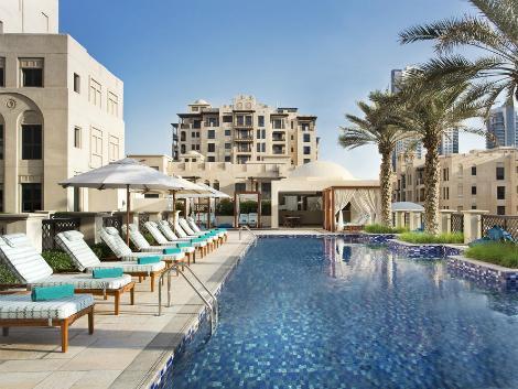 ドバイ:アル マンジル ホテル プール