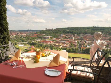 ビュルツブルク:シュロス シュタインブルク ホテル テラス席からの眺め
