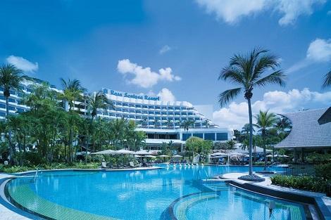 セントーサ島:シャングリラ ラサ セントーサ リゾート & スパ 外観とプール