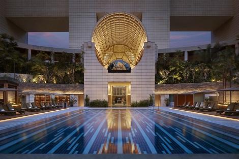 シンガポール:ザ リッツ カールトン、ミレーニア シンガポール プール