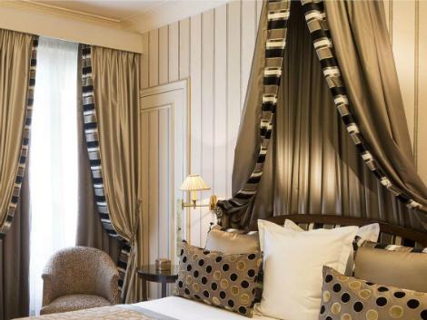 パリ:ホテル ナポレオン 客室一例