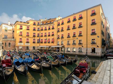 ベネチア:ホテル カヴァレット & ドージェ オルセオロ 外観