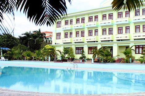 フーコック島:ティエン ハイ ソン リゾート プールと外観