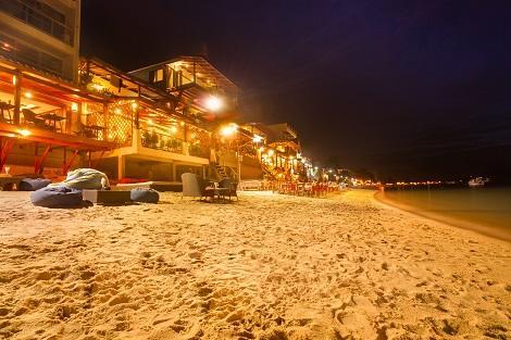 サムイ島:ビーチ沿いのレストラン
