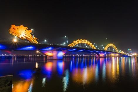 ダナン:ドラゴン橋の夜景