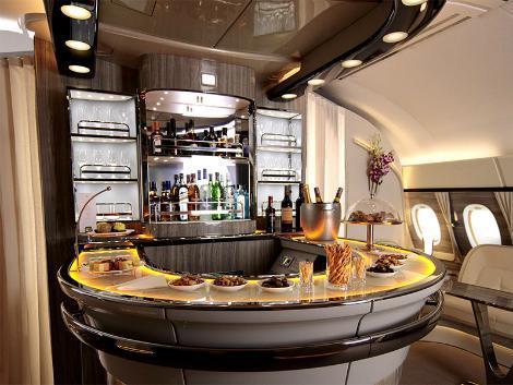 エミレーツ航空:エアバス380 ビジネスクラス 機内ラウンジ