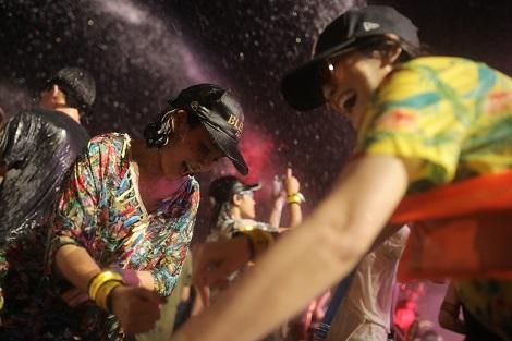 バンコク:水かけ音楽フェス『S2O』