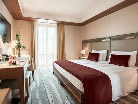 ナポリ:グランド ホテル エウロパ 客室一例