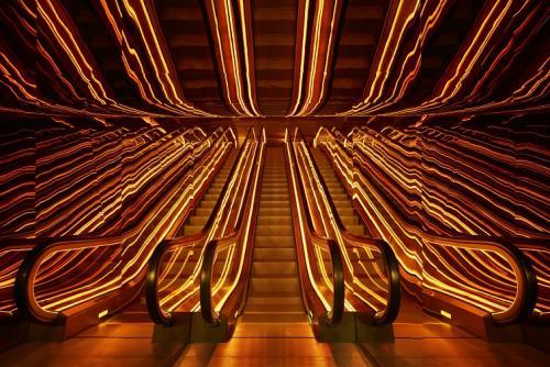 パブリックホテル・エントランスエレベーター©Nikolas Koenig
