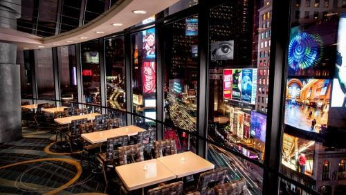 タイムズスクエアの素晴らしいパノラマの景色を楽しめるラウンジ(公式HPより)