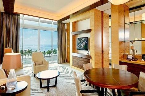 シンガポール:マリーナベイサンズ Harbor Suite Harbor View 客室一例/提供:Marina Bay Sands