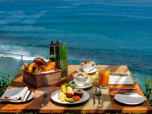 アナンタラ ウルワツ 絶景を見ながらの朝食は至福の時間