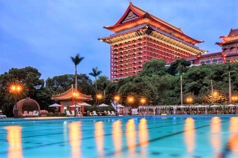 台北:ザ グランド ホテル プールと外観