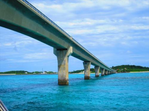 宮古島 綺麗な海に架かる池間大橋は絶景