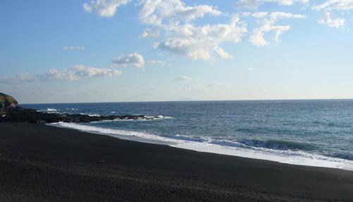 伊豆大島 砂の浜