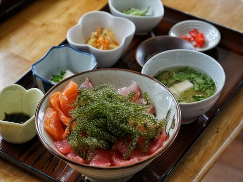沖縄の新鮮な海ぶどうなどの海鮮は是非食べたいグルメ