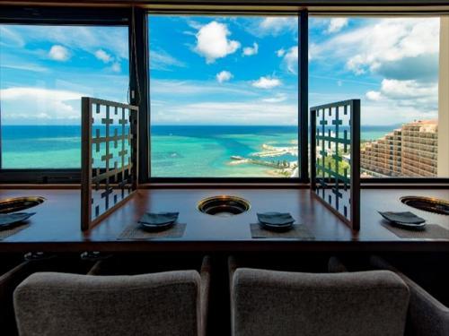 カフーリゾート フチャク コンド・ホテル 海を見ながらの食事は絶品
