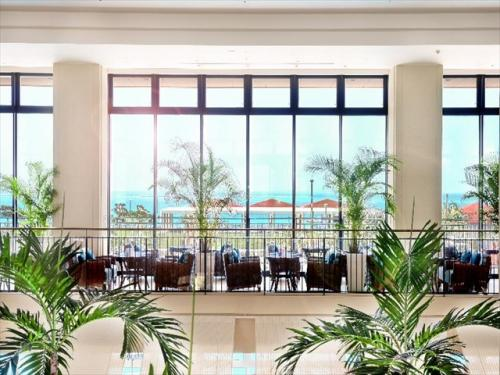 サザンビーチホテル&リゾート 海が目の前に広がる明るいリゾート