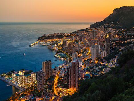 ◇モナコ:夕暮れの街並み