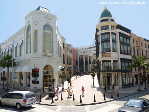 高級ブランドショップが立ち並ぶロデオドライブ ©Travis Conklin/ロサンゼルス観光局