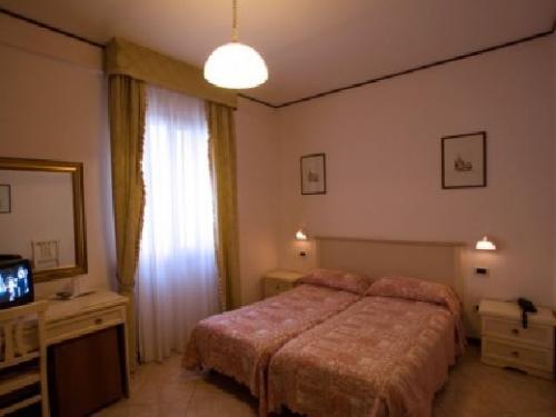 ベネチア:ホテル ウニベルソ & ノルド 客室一例