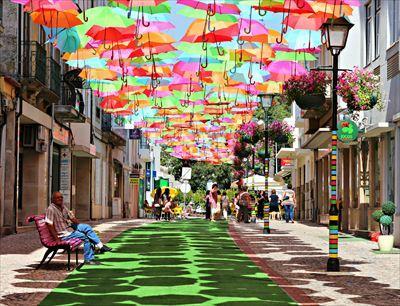◇アゲダ:色とりどりの傘が浮かぶ街