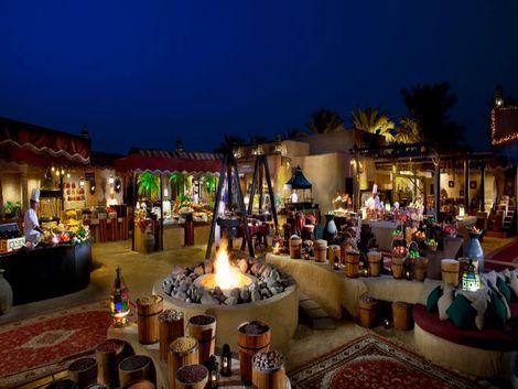 ドバイ:バブ アル シャムス デザート リゾート&スパ レストラン