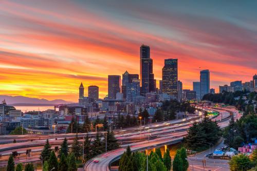 夕暮れに包まれたシアトルの街並み