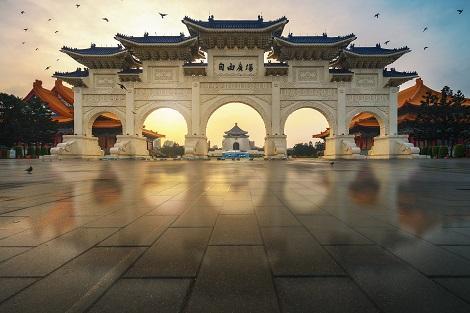 台北:朝日に照らされた中正紀念堂