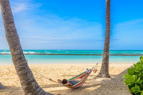 ワイキキビーチでのんびりとバカンスを…(オアフ島)