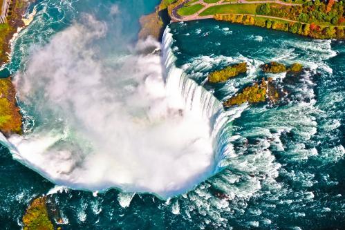 人気観光地・ナイアガラの滝