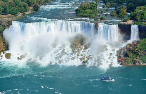 世界三大瀑布の一つ・ナイアガラの滝