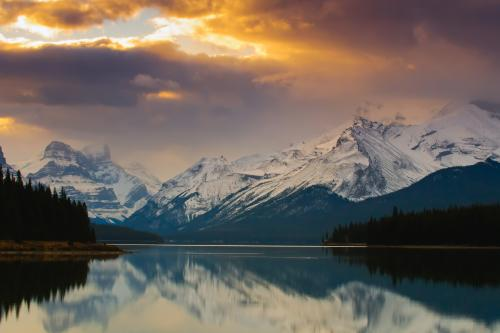 ジャスパー国立公園のマリーン湖の絶景