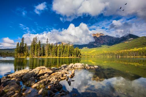 ジャスパー国立公園のピラミッド湖