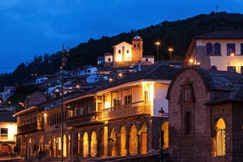 プラザ デ アルマスの夜景