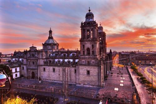 メキシコシティ・メトロポリタン大聖堂のサンセット