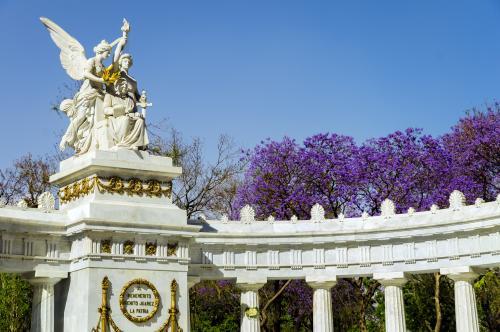 アラメダ公園のベニート・フアレス記念碑